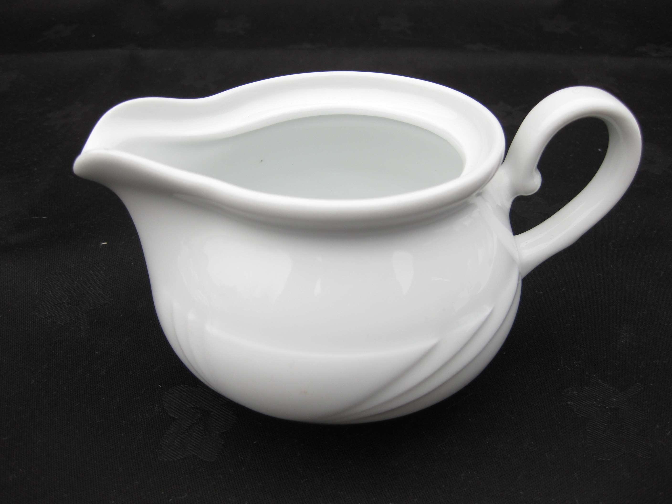 Lubiana Small Sauce Boat image