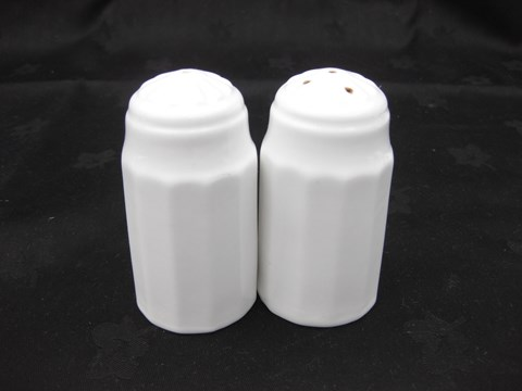 Finebone Salt & Pepper Set image